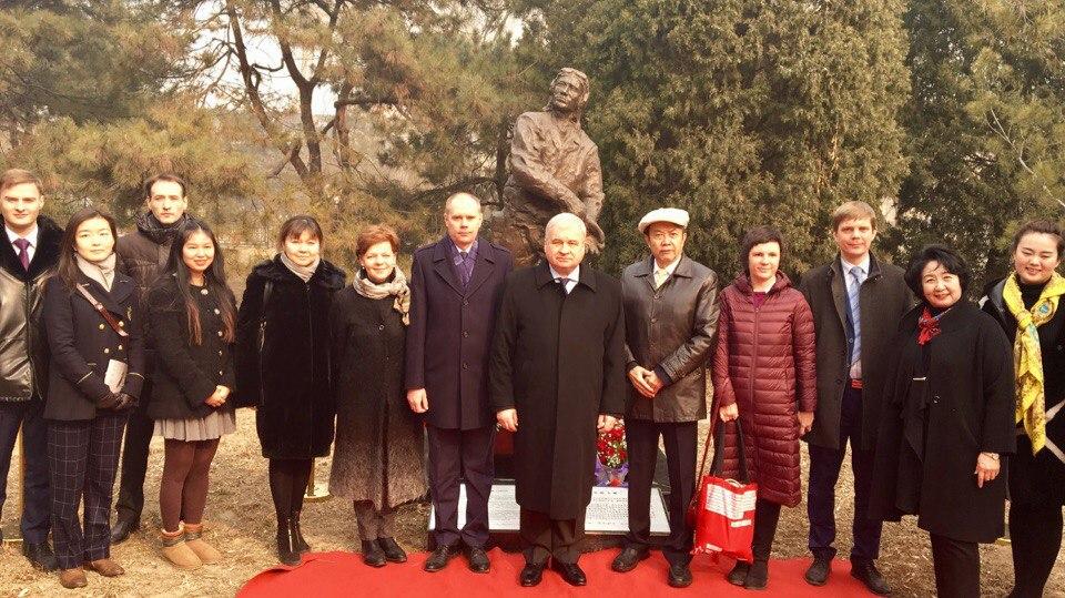 В Пекине почтили память советских летчиков-добровольцев.
